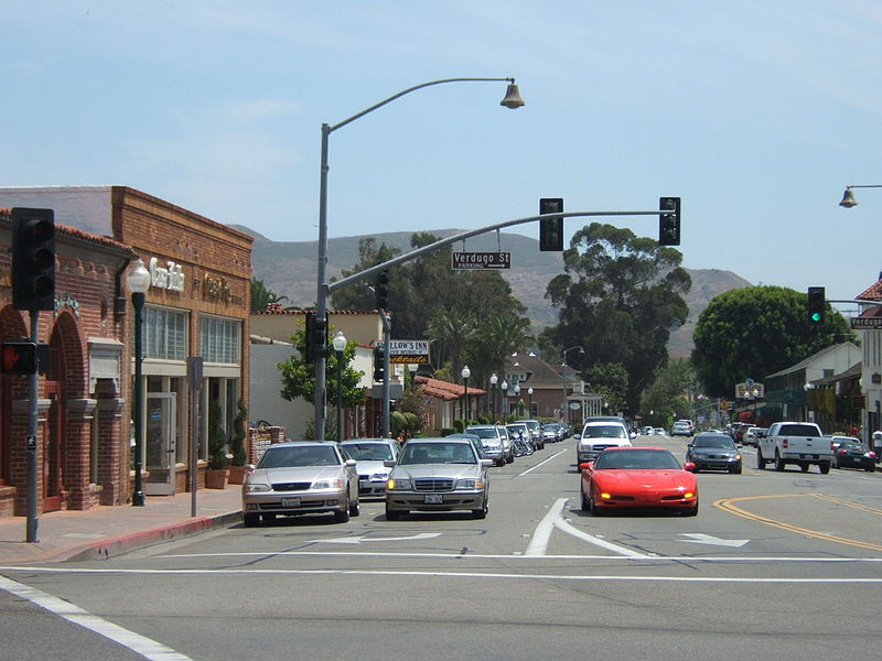 800px-Crossing_in_San_Juan_Capistrano_California