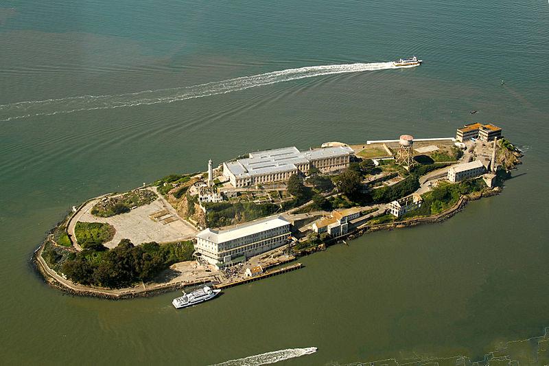800px-Alcatraz_Island_aerial_view
