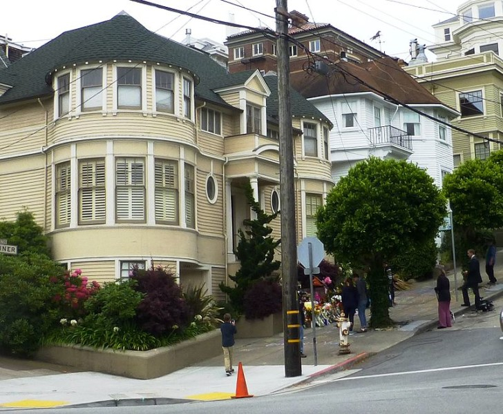 800px-Mrs_doubtfire_house_san_francisco