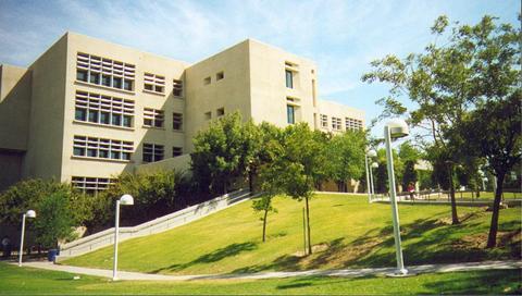 Walter_Stiern_Library,_CSUB