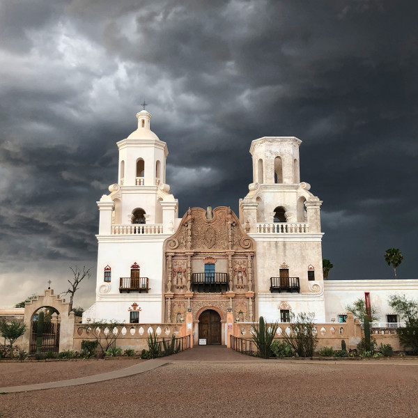 San_Xavier_del_Bac_in_overcast_weather