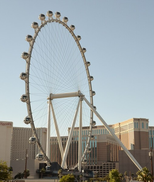 800px-Downtown,_Las_Vegas,_NV,_USA_-_panoramio_(6)