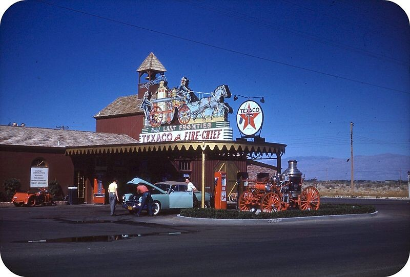 800px-Gas_station_Last_Frontier_hotel