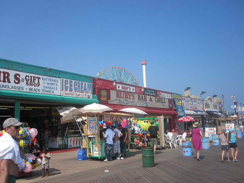 800px-Coney_Island_snack_shops_IMG_1772