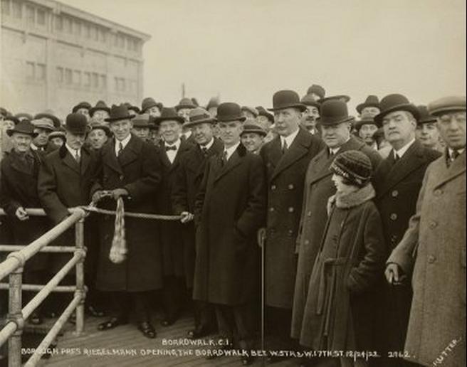 Riegelmann_opening_boardwalk_1922