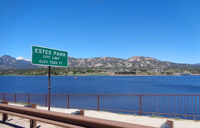 800px-Estes_Park,_Colorado