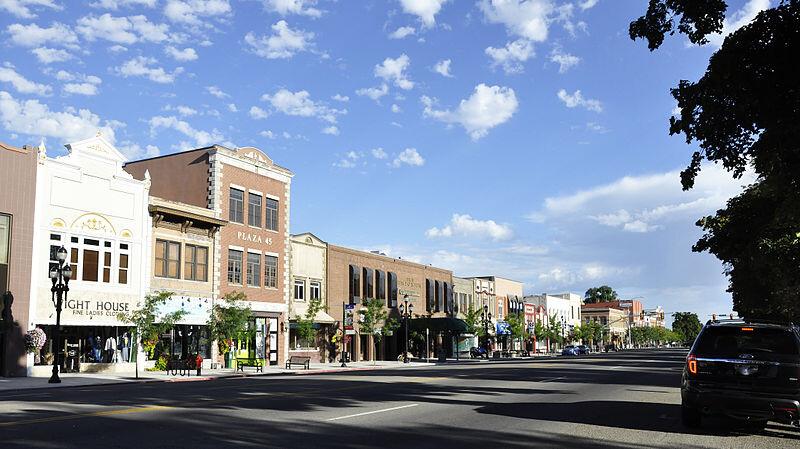 800px-Logan_(Utah)_7-9-2014_8-55-18