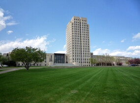 800px-2009-0521-ND-StateCapitol