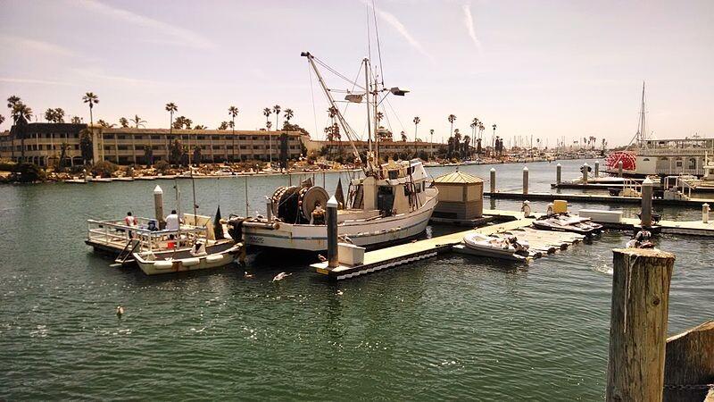 800px-CI-Harbor-scene