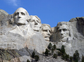800px-Dean_Franklin_-_06.04.03_Mount_Rushmore_Monument_(by-sa)