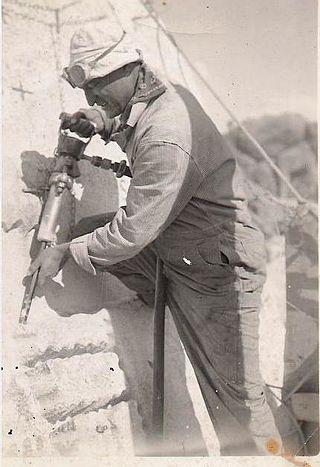 320px-Luigi_Del_Bianco_on_Mount_Rushmore