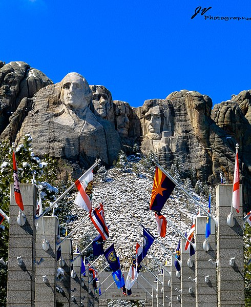 490px-Mt_Rushmore_National_Memorial