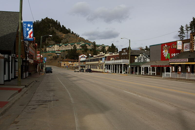 800px-Keystone_South_Dakota_business_district_3-3-2012